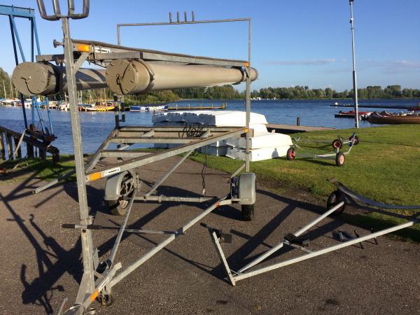 Kalf boottrailer voor drie boten